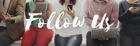 Följ oss som delar socialt massmedia som knyter kontakt internet online-Concep arkivbild