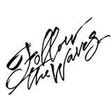 Följ vågorna Modern kalligrafihandbokstäver för serigrafitryck Royaltyfria Bilder