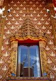 Fönster av den thailändska templet Royaltyfri Foto