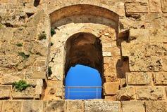 Fönster av en fästning Arkivfoto