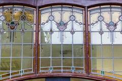 Fönster av ett gammalt hus i Leiden, Nederländerna Royaltyfri Foto