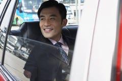 Fönster för affärsmanLooking Out Of bil royaltyfri foto