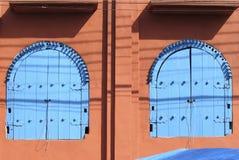 fönster för artesbrasil das embu o paulo s Arkivbilder
