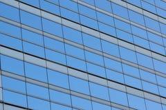 Fönster för blått kontor för bakgrund glass Fotografering för Bildbyråer
