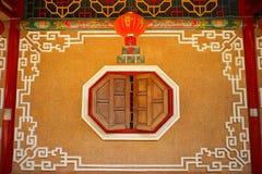 Fönster för kinesisk stil i Thailand Arkivfoto