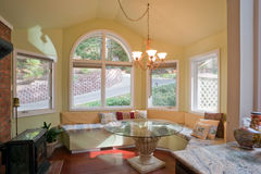 fönster för nook för fjärdkök lyxigt Fotografering för Bildbyråer