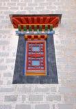 fönster för slottpotalastil Arkivfoto