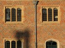 fönster för solnedgång för domstolhampton slott Arkivfoton