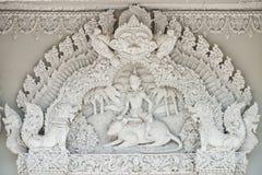 fönster för tempel för konststöpningsstil thai Arkivbilder