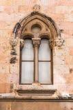 Fönster i den gotiska stilen i den katolska domkyrkan för domkyrka, Tarragona, Catalunya, Spanien Närbild Royaltyfri Fotografi