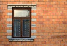 Fönster i en tegelstenvägg Fotografering för Bildbyråer