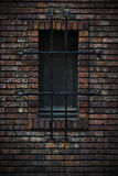Fönster i en vägg av tegelstenar arkivfoto