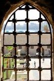 Fönster inom citadell av den Qaid fjärden Alexandria, Egypten royaltyfria foton