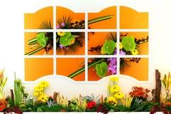Fönster med blommor arkivfoton