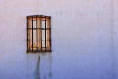 Fönster med gallret Royaltyfri Bild