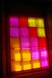 Fönster med kulört exponeringsglas Arkivbild