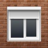 Fönster med rullande slutare på en tegelstenvägg Royaltyfri Bild