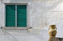 Fönster och kruka Fotografering för Bildbyråer