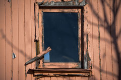 Fönster och ridit ut trä Royaltyfri Foto