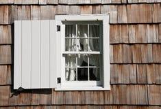 Fönster och slutare royaltyfri fotografi