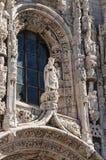 Fönster och staty Royaltyfria Foton