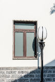 fönster och streetlamp Royaltyfri Foto