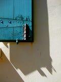 Fönster och vägg med skuggor Fotografering för Bildbyråer