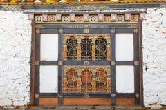 Fönster på den Jampey Lhakhang templet, Chhoekhor, Bhutan Royaltyfria Foton