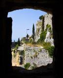 Fönster på det gamla fortet i Klis, Kroatien Arkivbild