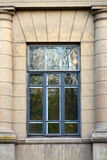Fönster på fasad Arkivbild