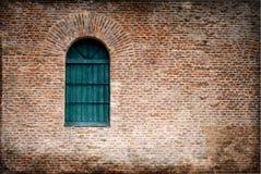 Fönster på tegelstenväggen Royaltyfri Fotografi