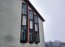 Fönster på vårgatan Arkivbild