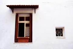 fönster två Arkivfoto