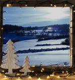 Fönster vinterlandskap, felika ljus Arkivbild