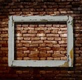 Fönsterram och tegelstenvägg royaltyfri fotografi