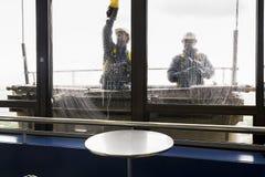 Fönsterrengöringsmedel i det Montparnasse tornet Royaltyfri Fotografi
