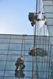 Fönsterrengöringsmedel på kontorsbyggnad, foto som tas 20 05 2014 Fotografering för Bildbyråer