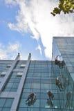 Fönsterrengöringsmedel på kontorsbyggnad, foto som tas 20 05 2014 Arkivfoto