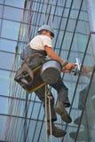 Fönsterrengöringsmedel på kontorsbyggnad, foto som tas 20 05 2014 Royaltyfri Bild