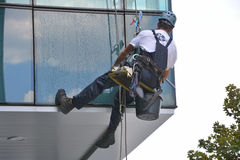 Fönsterrengöringsmedel på kontorsbyggnad, foto som tas 20 05 2014 Royaltyfria Bilder