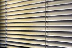 Fönsterrullgardiner Arkivfoto