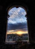 Fönstersikt av staden Royaltyfri Bild