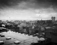 Fönstersikt av taköverkanten, Belfast royaltyfria foton