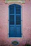 Fönsterslutare i den franska fjärdedelen New Orleans USA Arkivbilder