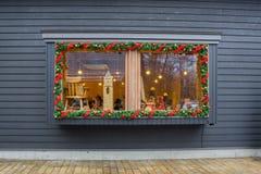 Fönstret av shoppar jul utformar i Harunireชen Royaltyfri Foto