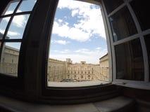 Fönstret av Vaticanenmuseet i Italien Arkivbilder