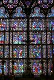 Fönstret och korsar arkivbild