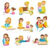Förälderläseböcker ställde de ungar tillsammans in tecknad filmvektorillustrationer på en vit bakgrund stock illustrationer