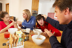 Föräldrar som tar Away grejer från barn Royaltyfria Foton