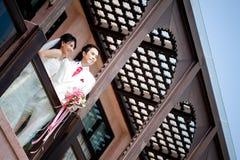 Förälskad brud och brudgum Royaltyfri Bild